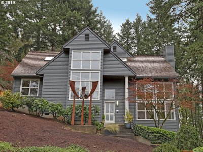 Lake Oswego Single Family Home For Sale: 29 Hillshire Dr