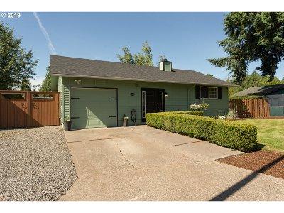 Milwaukie Single Family Home For Sale: 6305 SE Apple St