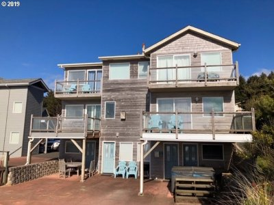 Lincoln City Single Family Home For Sale: 2221 SW Coast Ave