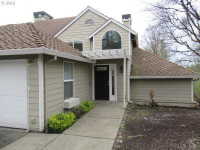 Lake Oswego Condo/Townhouse For Sale: 3982 Carman Dr