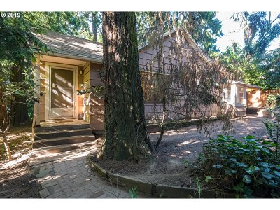 Milwaukie Single Family Home For Sale: 12686 SE 28th Ave