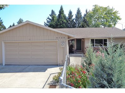 Clackamas Single Family Home For Sale: 8738 SE Roots Rd