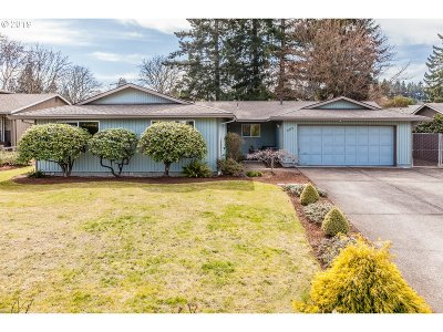 Milwaukie Single Family Home For Sale: 16739 SE Blossom Ave