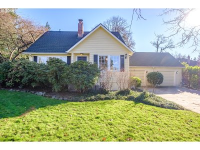 Lake Oswego Single Family Home For Sale: 5222 Carman Dr
