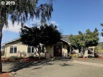 Roseburg Single Family Home For Sale: 6561 Lookingglass Rd