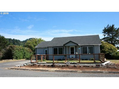 Gold Beach Single Family Home For Sale: 94142 Fourth St