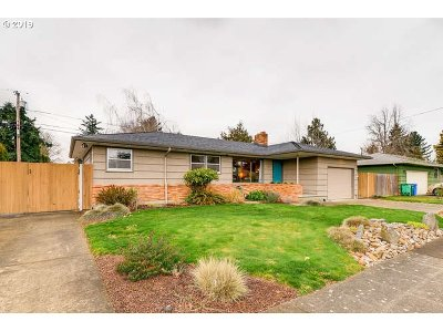 Single Family Home For Sale: 905 SE 166th Pl