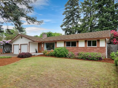 Milwaukie Single Family Home For Sale: 14651 SE Orchid Ave