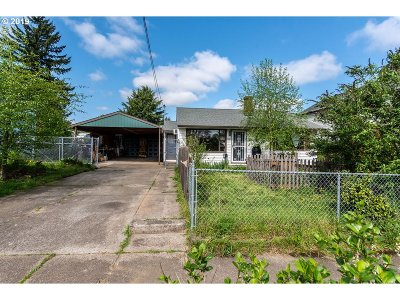 Single Family Home For Sale: 9123 N Clarendon Ave