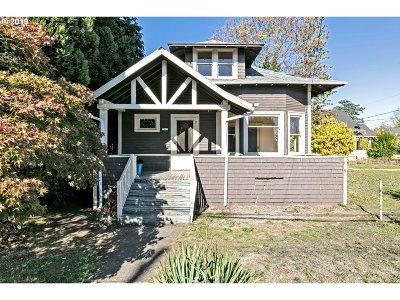 Single Family Home For Sale: 2425 NE Alberta St