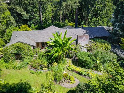 Lake Oswego Single Family Home For Sale: 2025 Glenmorrie Ln