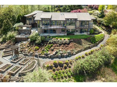 Lake Oswego Single Family Home For Sale: 17688 Upper Cherry Ln