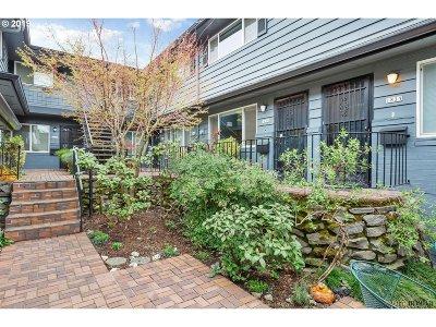 Condo/Townhouse For Sale: 1823 NE Multnomah St