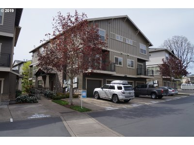 Hillsboro Condo/Townhouse For Sale: 639 NE Adwick Dr