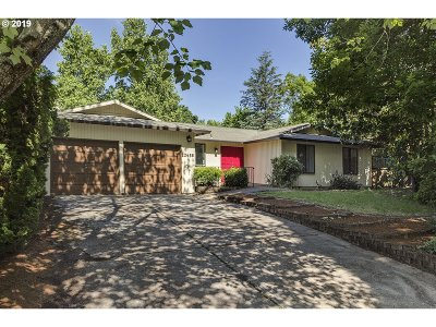 Beaverton Single Family Home For Sale: 20685 SW Florence St