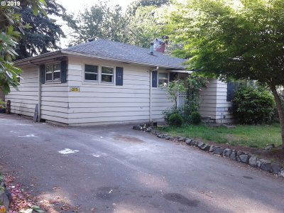 Milwaukie Single Family Home For Sale: 16511 SE Webster Rd