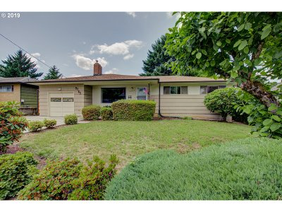 Milwaukie Single Family Home For Sale: 9763 SE 40th Ave