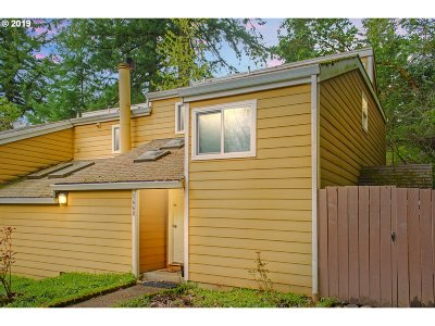 West Linn Condo/Townhouse For Sale: 1668 Village Park Pl