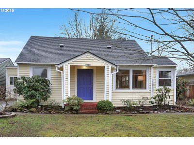 Milwaukie Single Family Home For Sale: 4036 SE Jackson St
