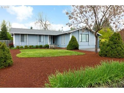 Roseburg Single Family Home For Sale: 1560 NW Primrose Ct
