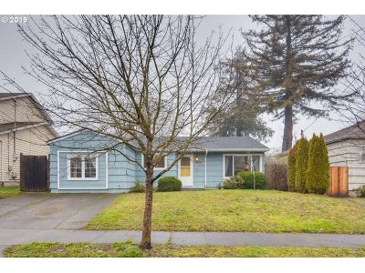 Single Family Home For Sale: 8805 N Fiske Ave