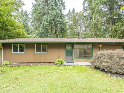 Lake Oswego Single Family Home For Sale: 5787 Baleine St