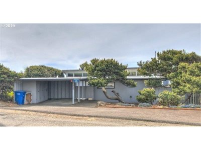 Lincoln City Single Family Home For Sale: 5705 NW Jetty Ave
