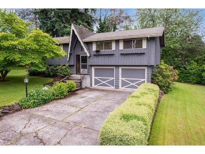 Milwaukie Single Family Home For Sale: 13957 SE Tiara Dr