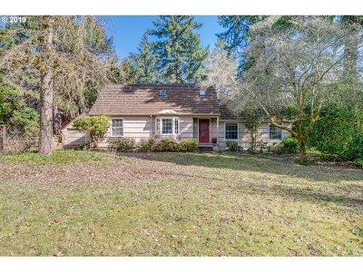 Lake Oswego Single Family Home For Sale: 13962 Knaus Rd