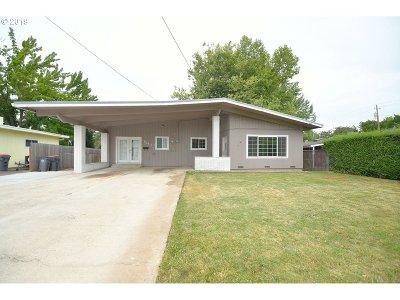 Medford Single Family Home For Sale: 1541 Velia St