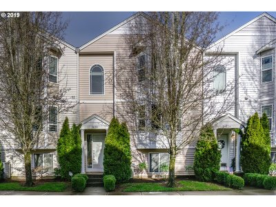 Clackamas County, Multnomah County, Washington County, Clark County, Cowlitz County Condo/Townhouse For Sale: 5700 NE 82nd Ave #E25