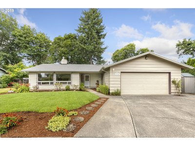 Portland Single Family Home For Sale: 1834 SE 111th Ave