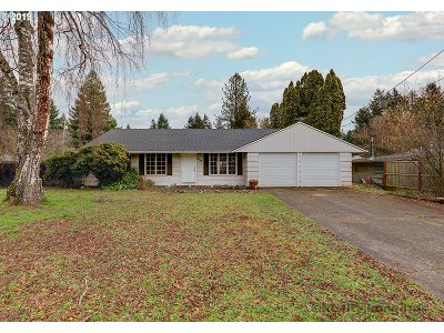 Lake Oswego Single Family Home For Sale: 6015 Fernbrook Cir