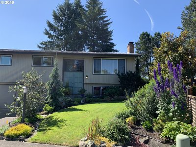 Washington County Single Family Home For Sale: 19330 SW Regal Ct