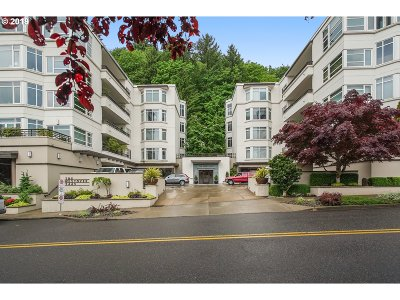 Portland Condo/Townhouse For Sale: 2445 NW Westover Rd #417