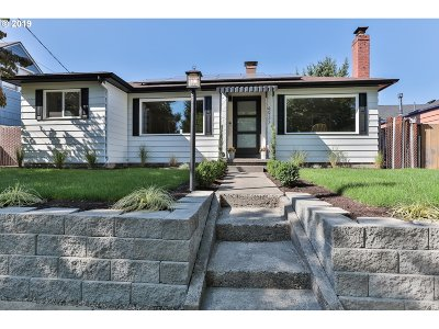 Single Family Home For Sale: 4933 SE Cora St
