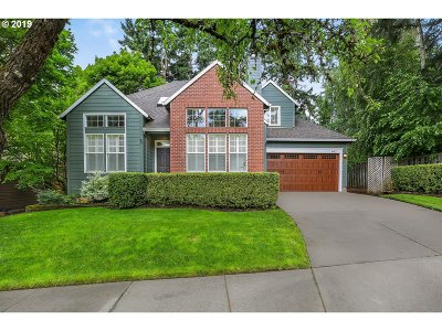 Lake Oswego Single Family Home For Sale: 16921 Kara Ln