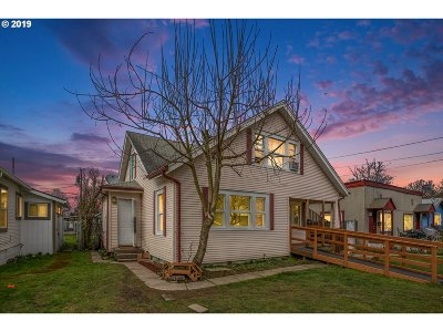 Cowlitz County Multi Family Home For Sale: 357 20th Ave