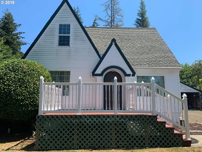 Coquille Single Family Home For Sale: 260 N Henry