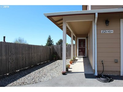 Brookings Condo/Townhouse For Sale: 821 Pioneer Rd #A