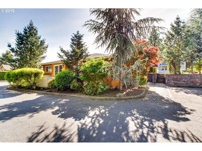 Portland Condo/Townhouse For Sale: 2531 SW Spring Garden St #17