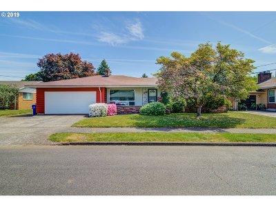 Portland Single Family Home For Sale: 218 NE 110th Ave