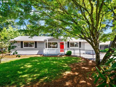 Portland Single Family Home For Sale: 906 SE 174th Ave