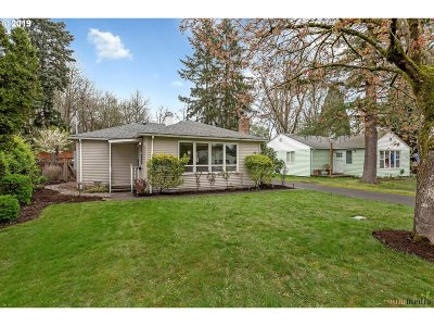 Beaverton Single Family Home For Sale: 70 SW 131st Ave