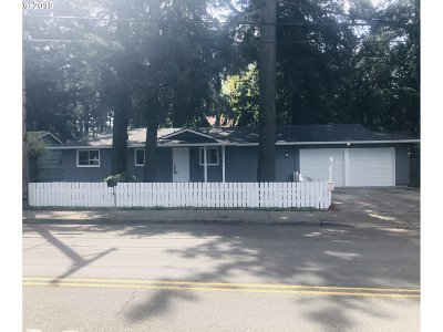 Single Family Home For Sale: 18530 SE Yamhill St