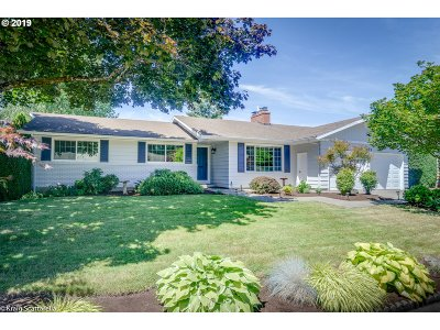 Beaverton Single Family Home For Sale: 6395 SW Chestnut Ln