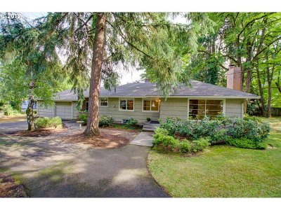 Lake Oswego Single Family Home For Sale: 5020 Jean Rd