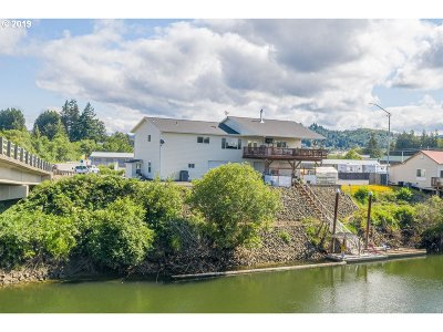Coquille Single Family Home For Sale: 753 W Riverside Dr