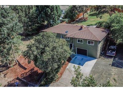 Roseburg Single Family Home For Sale: 2195 W Military Ave