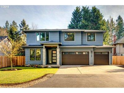 Lake Oswego Single Family Home For Sale: 4390 Sunset Dr